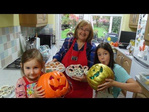 BAKING HALLOWEEN CAKES WITH GRANDMA - SO SPOOKY - AMAZING CAKES