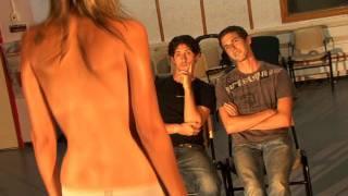 Repeat youtube video ערומה על טרמפולינה - מתוך מטר שבעים