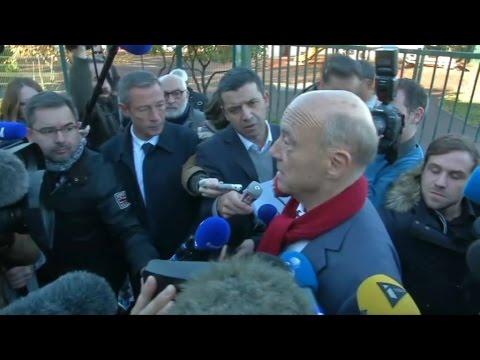 Primaire: Alain Juppé, très amer à la sortie du bureau de votes