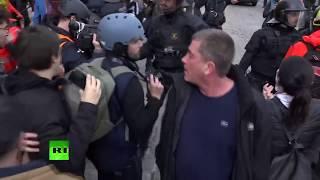 Enfrentamientos entre Policías y manifestantes durante las protestas en Barcelona