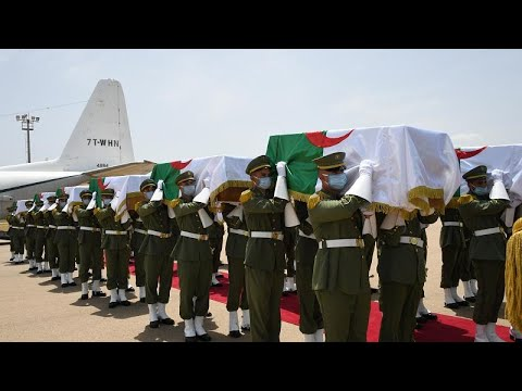 شاهد: وصول رفات 24 مقاتلاً ضد الاستعمار الفرنسي إلى الجزائر …  - نشر قبل 45 دقيقة