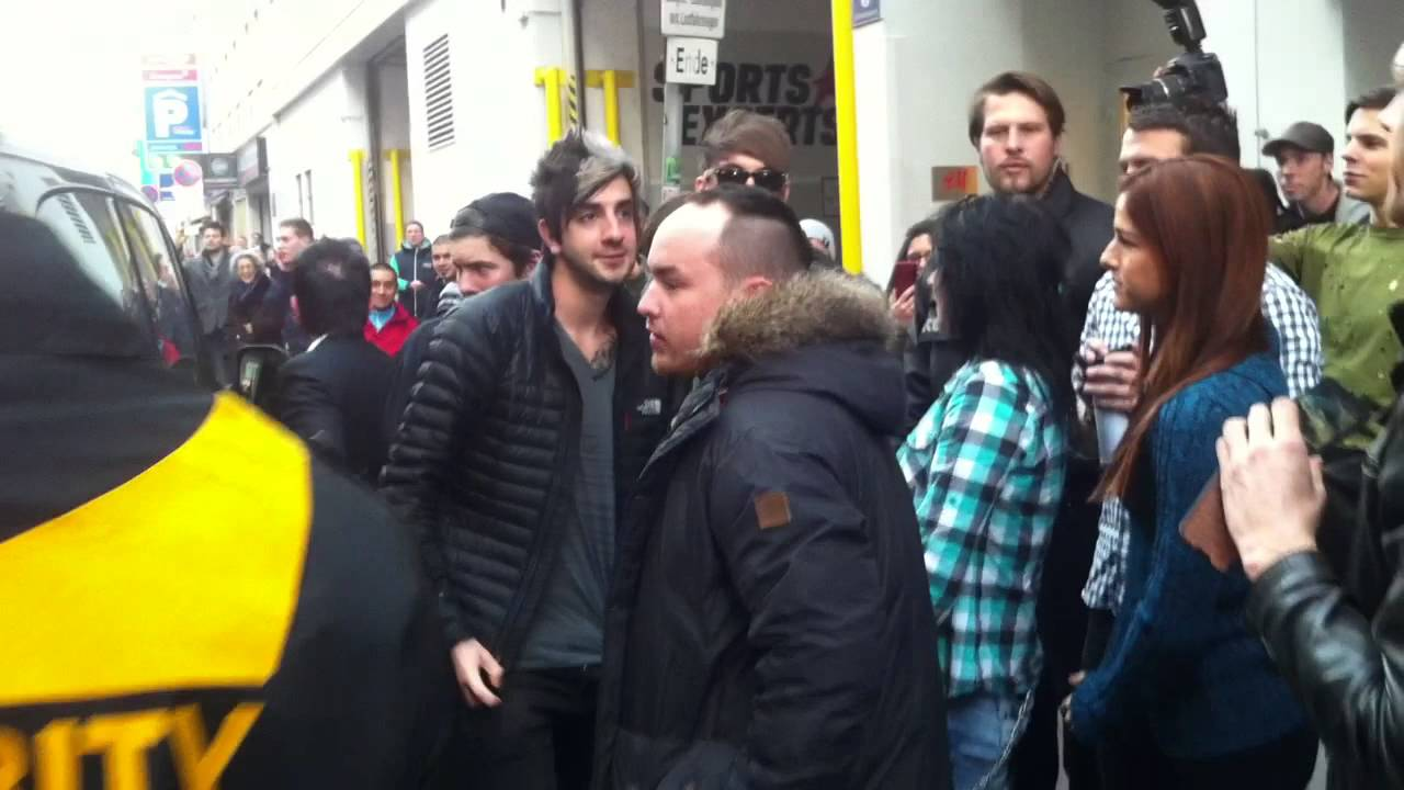 All Time Low Meet Greet Arrival At Rattlesnake Vienna 27022014