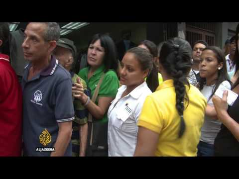 Venezuela army takes over food distribution services
