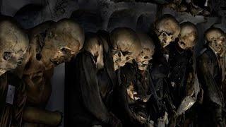 Жуткое зрелище_Музей мертвецов в Палермо(В этих катакомбах незахороненными находятся останки около восьми тысяч человек, засохшие трупы местной..., 2015-10-02T14:24:23.000Z)