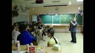 Как учатся дети играть на гитаре по видео урокам в ШАК ))))