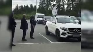 """Охранник, """"устранявший"""" пикетчика, присоединился к нему.  Сюжет ТАУ Екатеринбург"""