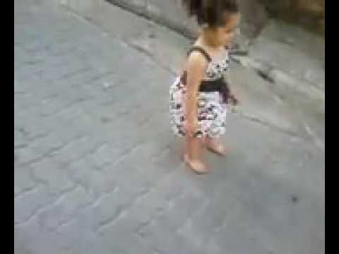 Pequena Dançando fack com dois anos d idade