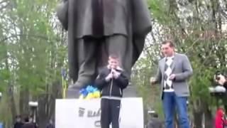 Бандеровцы воспитывают молодых фашистов  Жесть!