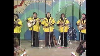 Carlos Mejia Godoy y los de Palacagüina - Son tus perjumenes mujer (HD)