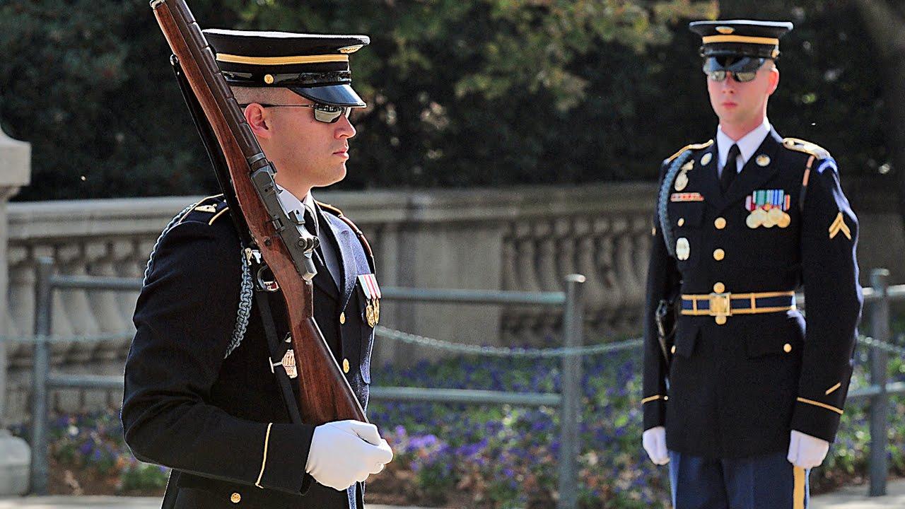 アーリントン国立墓地の衛兵交代式 (無名戦士の墓) The Old Guard ...