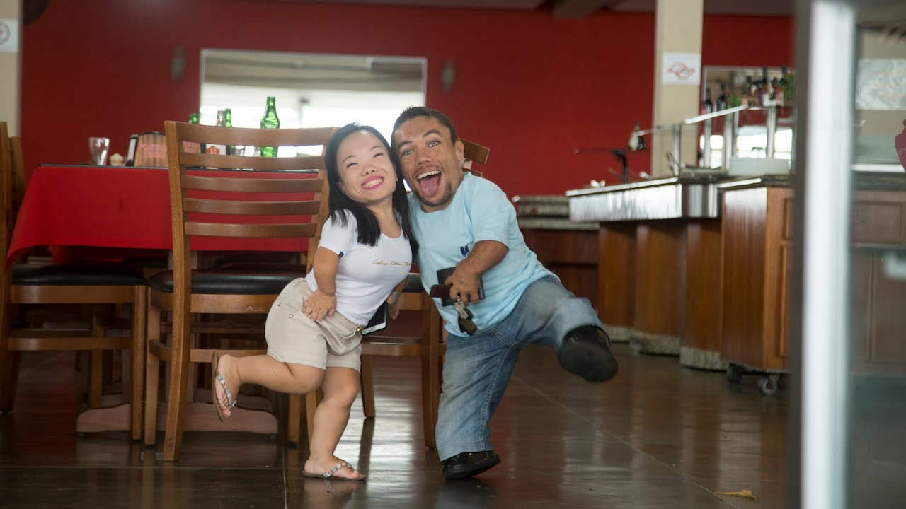 World's Shortest Couple: Size Doesn't Matter In Love - YouTube