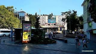 Ялта ул.Пушкинская. Тенистая пешеходная улица с выходом на набережную Ялты.