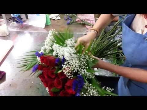 how-to-make-roses-hand-bouquet-|-21-roses-|-florist-in-singapore
