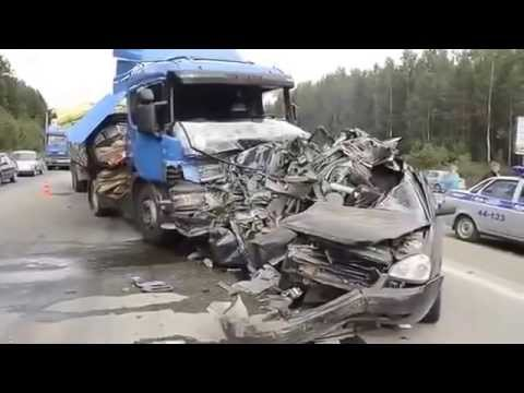GUTS ON THE ROAD! Terrible accident on the highway HORROR