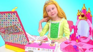 Download Alice Pretend Play in house for Princesses Mp3 and Videos