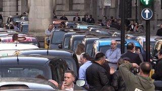 Таксисты устроили транспортный коллапс в Лондоне из-за Uber