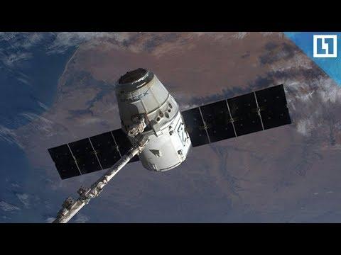 Космический корабль Space X возвращается на Землю