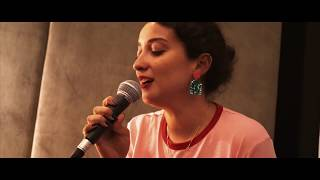 Melike Şahin - Beni Yalnız Koma { Berliner Moment Sessions }