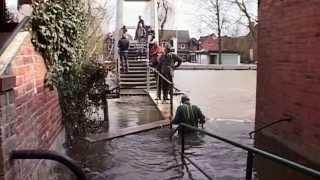 Hitzacker - elbe-hochwasser am 09. april 2006.dieser film zeigt die bisher letzte Überflutung der altstadt von hitzacker.die wurde mit einem hochwas...