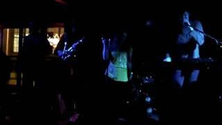 """09.25.09 Fungus Amungus performing """"Injustice"""" Resimi"""