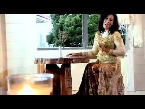 Safitri - Jauh Di Mata (Official Lyric Video)