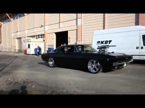 Dodge Challenger 1968 Burnout. - YouTube