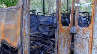 В Керчи ночью сгорел автобус