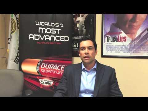 Danny Pino habla de héroes y ser bilingüe