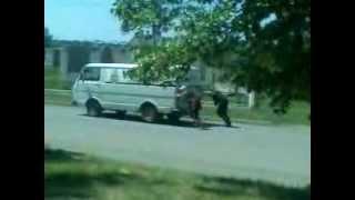 Как в Софиевке женщины толкают машины...