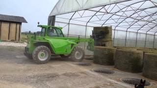 AgriCompact Technologies GmbH: chargement balles rondes sur notre séchoir en vrac avec caillebotis Thumbnail