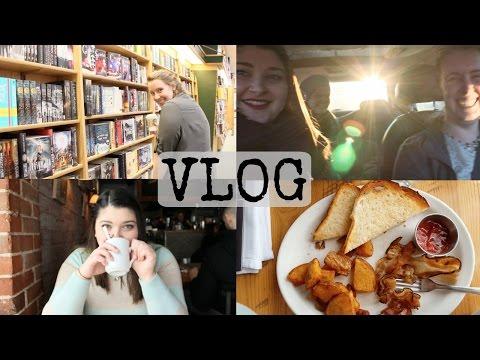 #IIReadathon Day One & Book Shopping & Best Friends | Vlog 7