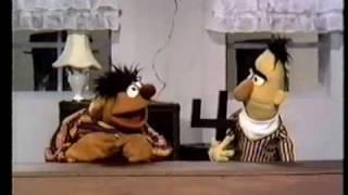 Plaza Sesamo - Ernie & Bert: 4 / pie