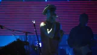Massive Attack w/ Tunde Adebimpe - Pray for Rain ( live debut ) - @ The Greek Theatre 10-16-14 in HD
