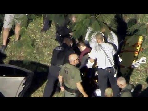 لحظة اعتقال منفذ هجوم فلوريدا  - 09:21-2018 / 2 / 15