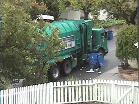 Как выглядит мусоровоз