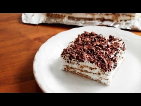 Easy way to make chocolate eclairs with graham crackers