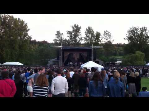 Bon Iver - Flume (Intro) - Live in Vancouver, 2012 mp3