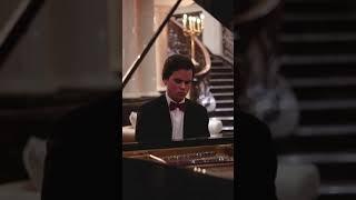 Game of Thrones main theme by St. Regis Moscow Nikolskaya piano player.