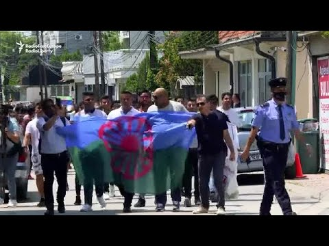 Kosovar Protesters Honor Czech Romany Man Who Died In Police Custody