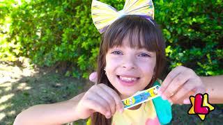 Laurinha e pai - histórias de viagens e aventuras ✈️ Laurinha e Helena ✅ Clubinho da Laura