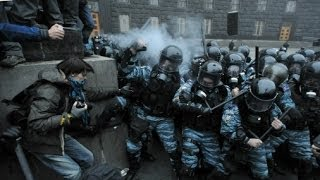 Беркут на коленях(Ребята с подразделения Беркут стали на колени перед аудиторией во Львове. «Бе́ркут» (укр. Беркут, читается..., 2014-03-03T20:04:04.000Z)