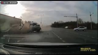 Жесткое ДТП с фурой на Барнаульская-Объездная...