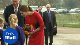 Kate Middleton's emotional meeting with children's families - Daily Mail
