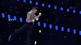 Акробатический номер «Чечетка с жонглированием мячей»