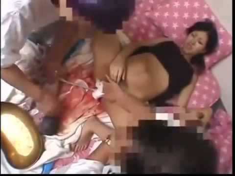 Tự sinh em bé tại nhà. Phục bà mẹ này quá đi!