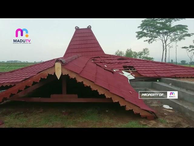 Tulungagung - Angin Kencang, Bangunan Joglo Roboh Rata Dengan Tanah