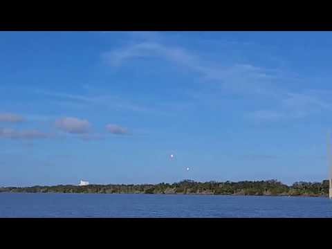 SpaceX Falcon Heavy 1st stage landings 6 miles away (watch til the end for the sound to hit!)