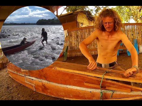 Making a canoe in the Ecuadorean Oriente