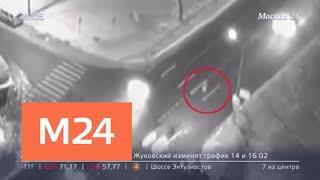 Смотреть видео Внедорожник сбил девушку в районе Южное Тушино - Москва 24 онлайн