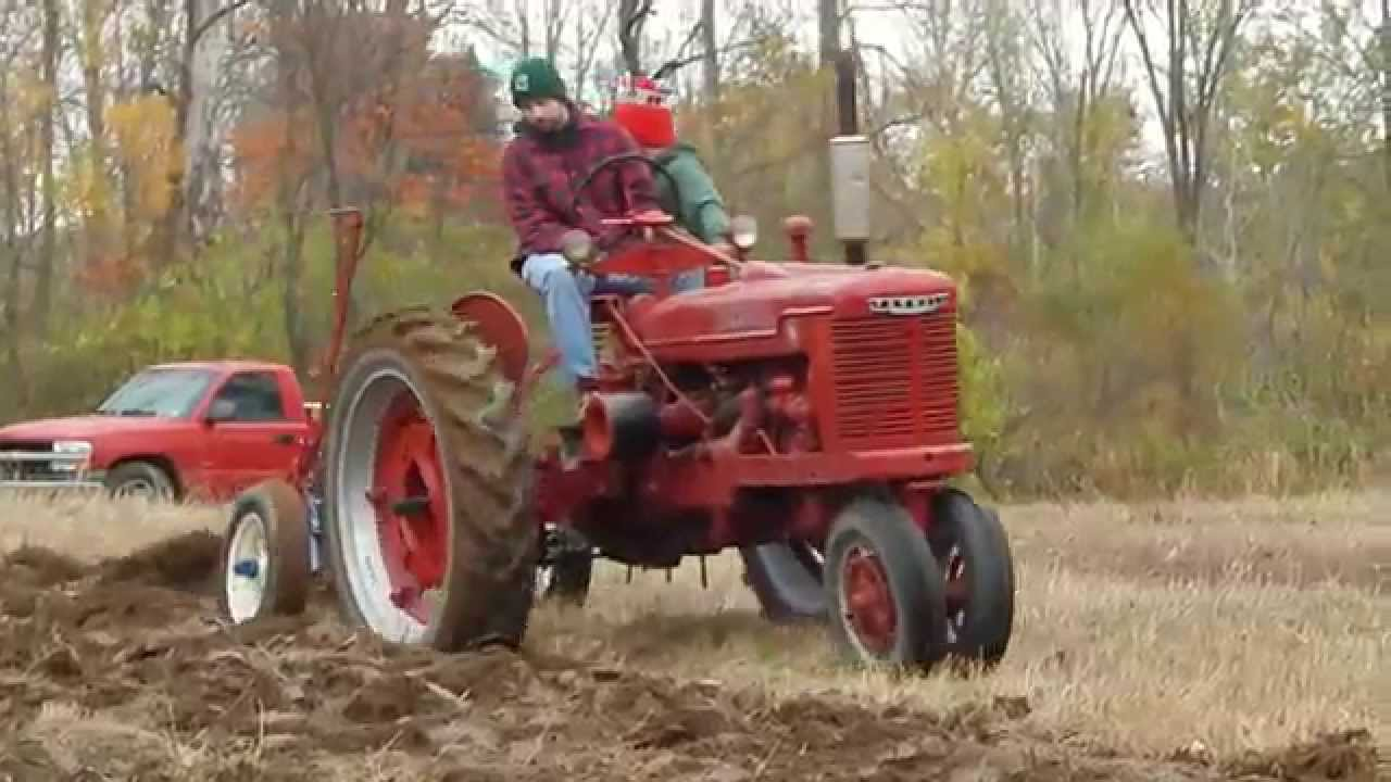 Farmall H and little genius plowing - YouTube